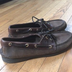 Men's brown leather boat shoes EUC